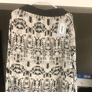 Xl Aztec black and white Lola skirt. NWT.